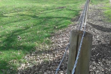 Afbeelding: Gevaarlijke bovendraad raster landgoed Houdringe de Bilt